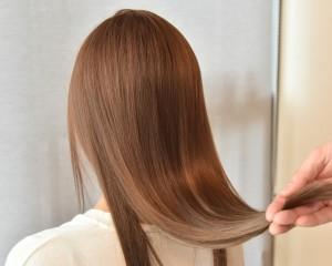 【話題の艶髪に】カット+美革ストレート